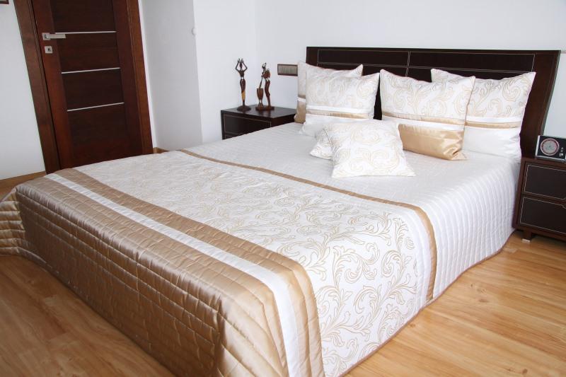 Luxusní přehoz na postel 240X240cm 33d / 240x240 přehozy na postel