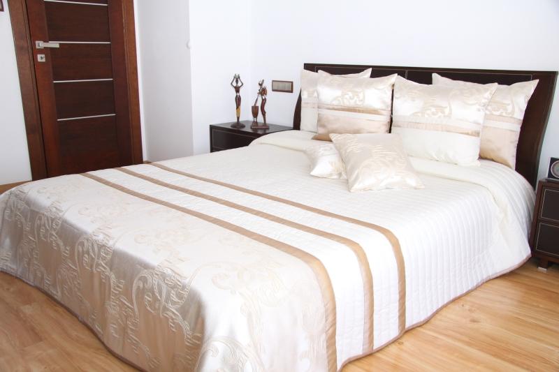 Luxusní přehoz na postel 220x240cm 28p / 220x240 přehozy na postel
